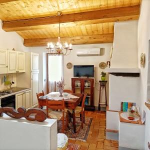 soggiorno con cucina attrezzata